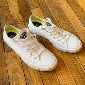 Converse low tops white 7.5